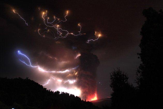 Il vulcano Puyehue in eruzione nel giugno 2011