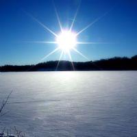 rtamonto sul lago ghiacciato