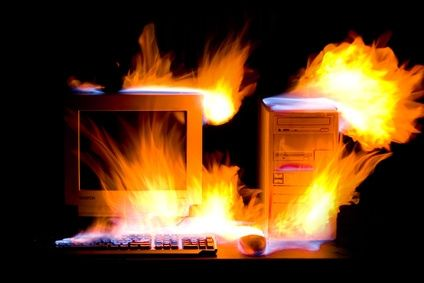 computer in fiamme